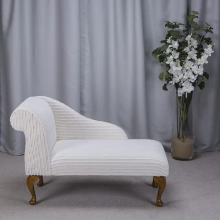"41"" Mini Chaise Longue in a Luxury Velvet Jumbo Cord Chalk Fabric - 16115"